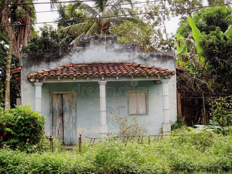 Peu de maison bleue Cuba 2017 images stock