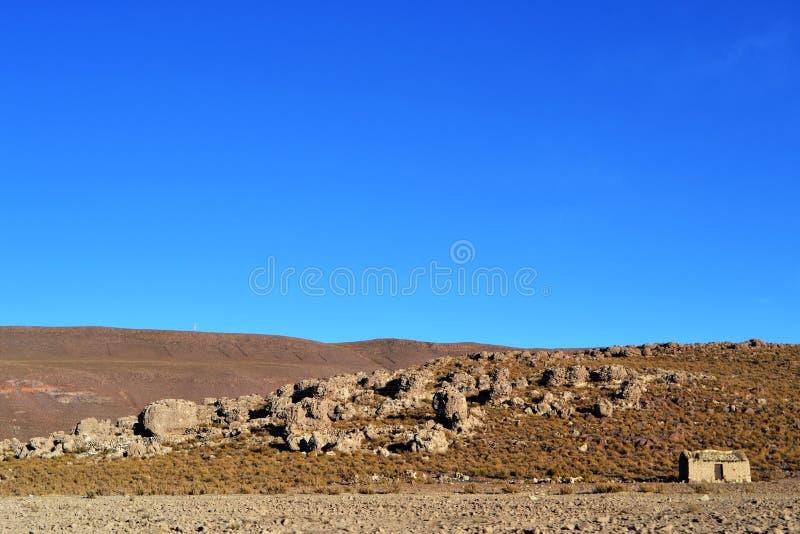 Peu de maison dans l'altiplano photo stock