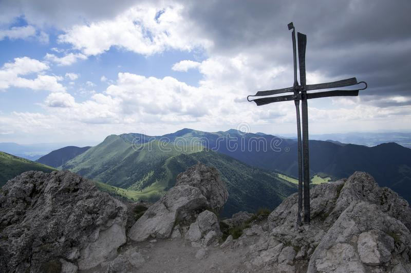 Peu de montagnes de Fatra, montagnes de Lesser Fatra, parc national en été, bâti Velky Rozsutec image libre de droits