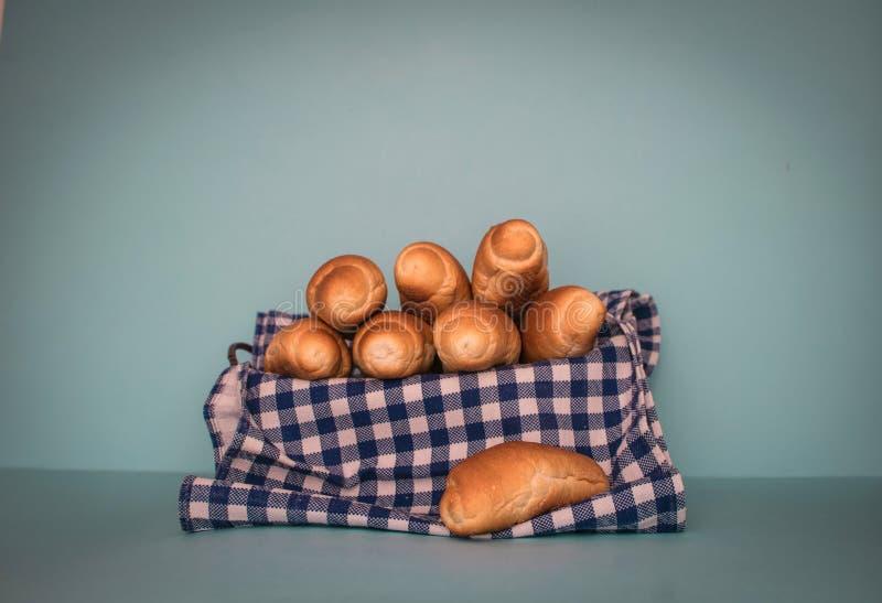 Peu de pain avec des couleurs bleues image stock