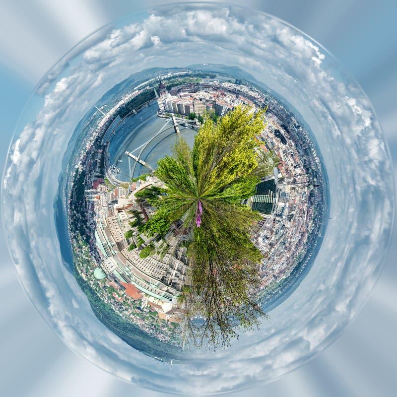 Peu de planète sphère de 360 degrés Vue panoramique de ville de Budapest illustration libre de droits
