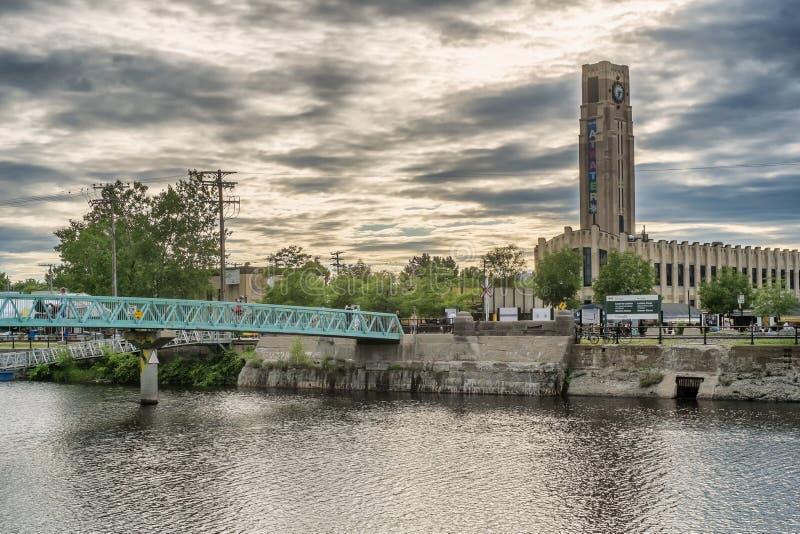 Peu de pont au marché d'Atwater photos stock