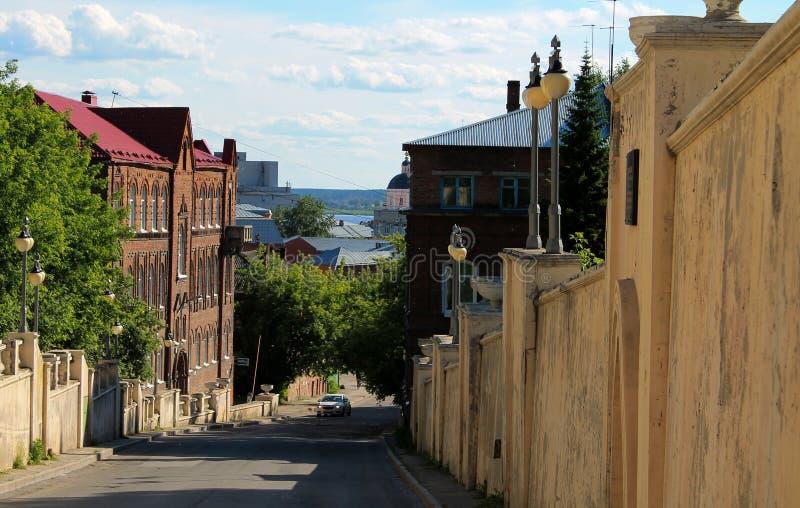 Peu de vieille rue dans la ville sibérienne photographie stock libre de droits