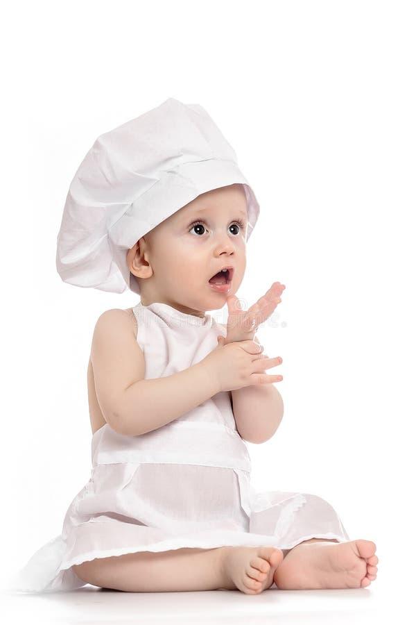 Peu garçon avec le chapeau de cuisinier Bébé utilisant un chapeau de chef Employez-le pour l'enfant, concept sain de nourriture photographie stock