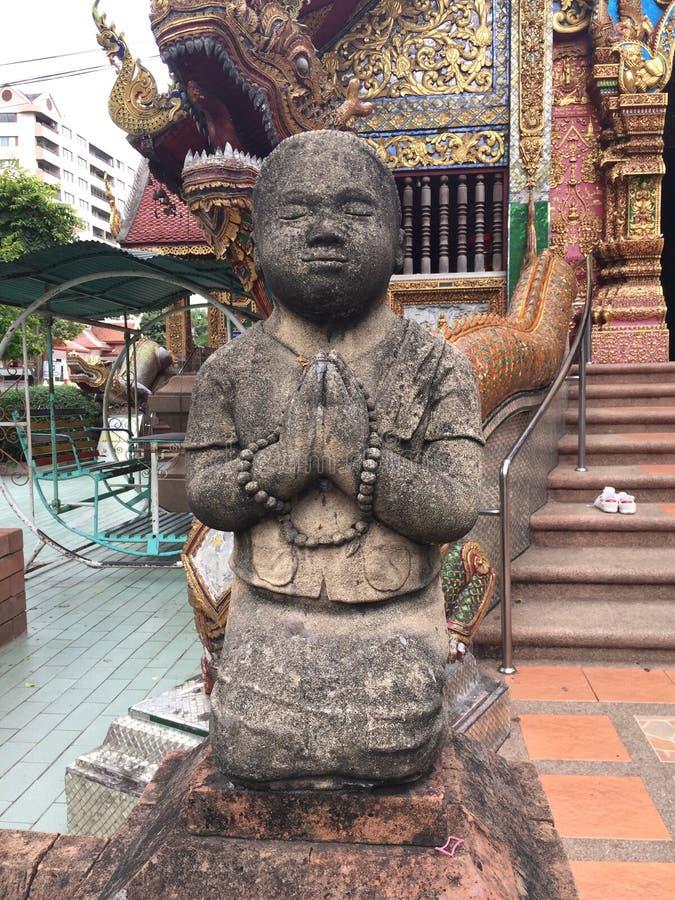 Peu moine Sculpture dans le temple de Chiangmai photo stock