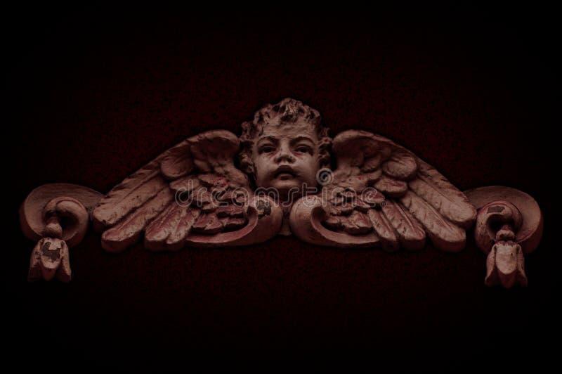 Peu trompettistes en pierre d'anges de gardiens photo stock