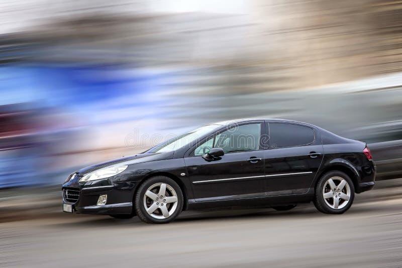 Peugeot είναι ένα μαύρο αυτοκίνητο ελεύθερη απεικόνιση δικαιώματος