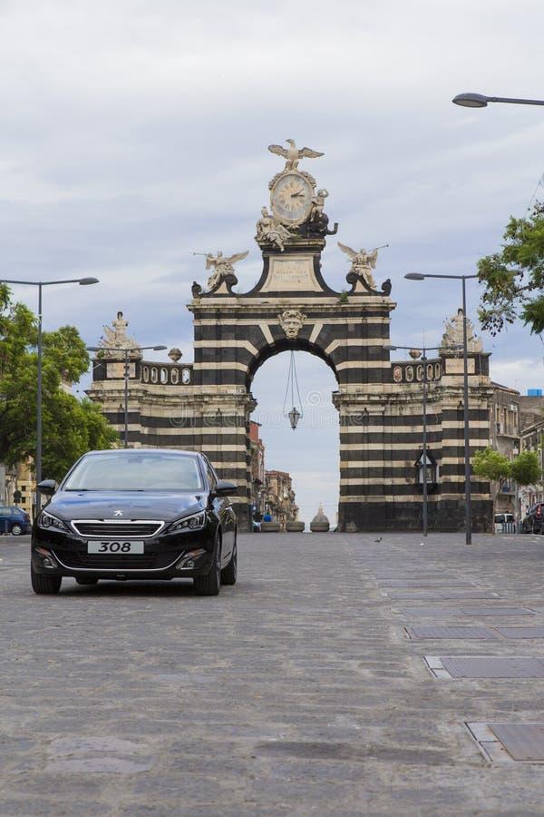Peugeot-auto op een commerci?le foto stock foto
