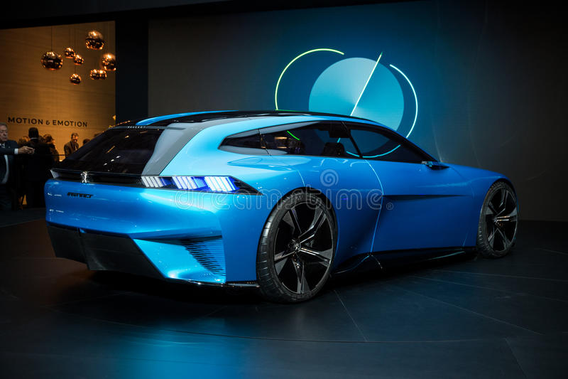 Peugeot pojęcia Instynktowy autonomiczny samochód fotografia royalty free
