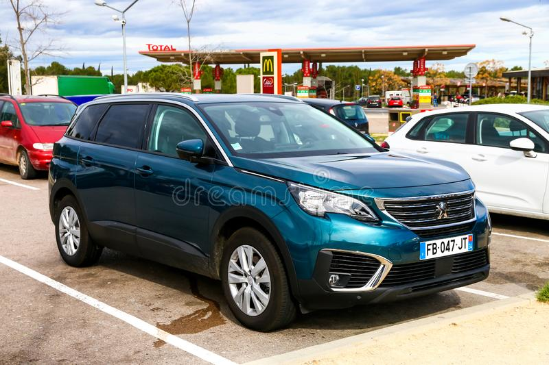Peugeot 5008 royaltyfri fotografi