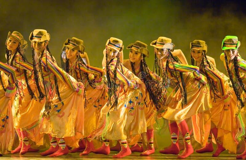 Peuple chinois de danse folklorique photo stock
