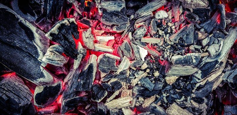 Peut mettre le feu est un nouveau, propre feu, en du lequel des brûlures d'hiver et de quel été est né photo stock