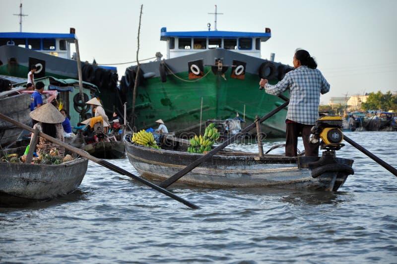 Le marché de flottement d'Eao Rang, peut Tho, delta du Mékong, Vietnam photos stock