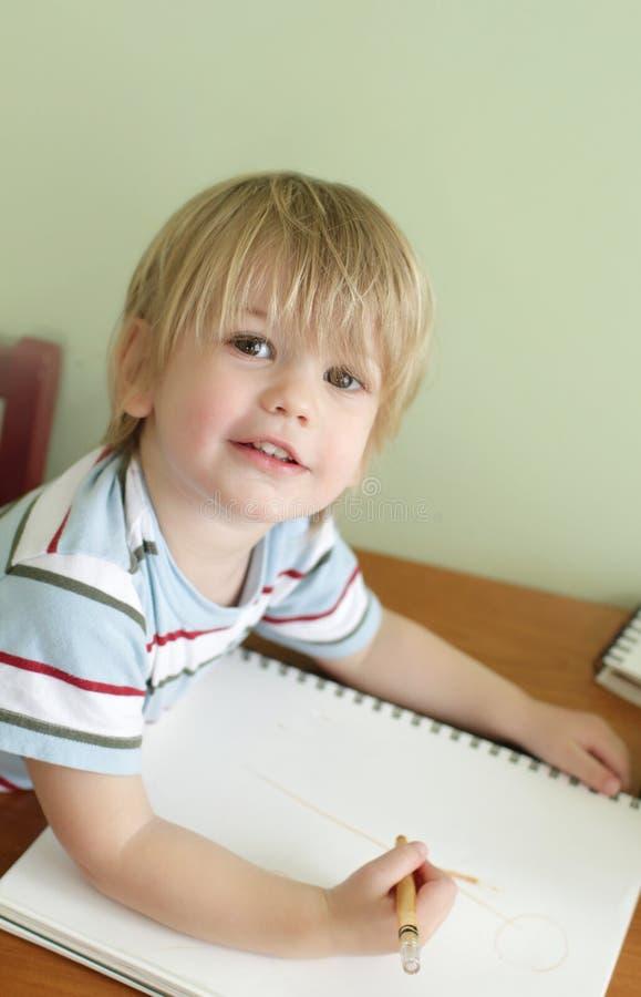 Download Peuterjonge Geitjesonderwijs Stock Afbeelding - Afbeelding bestaande uit ambachten, vaardigheden: 39103493