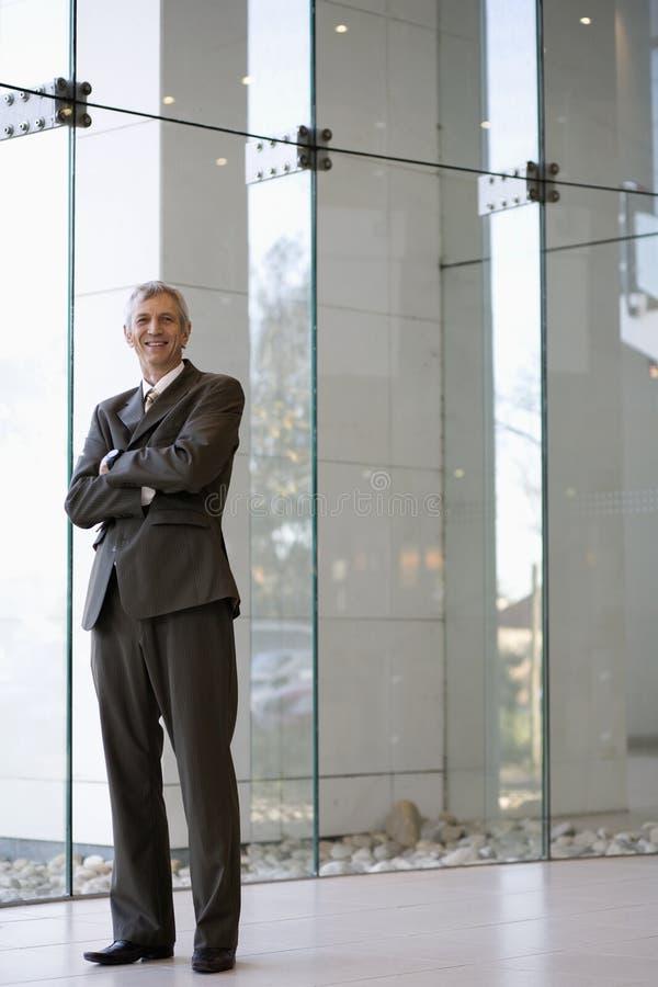 pewien biznesmen się uśmiecha fotografia royalty free