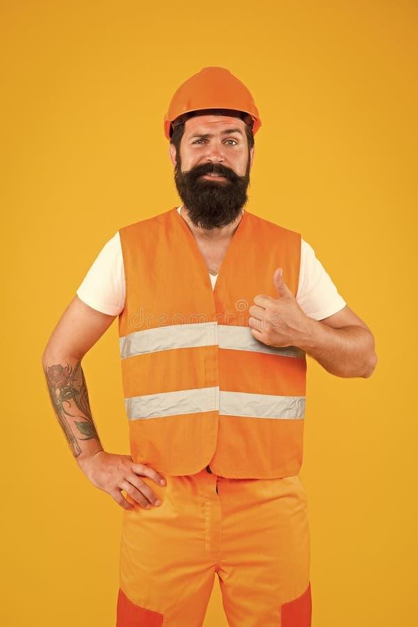 Pewność w budowaniu Konstruktor pewny siebie Brodaty robotnik pokazujący kciuki z pewnym wyglądem Szczęśliwego konstruktora lub zdjęcie royalty free