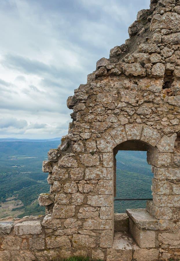 Peyrepertuse Cathar średniowieczny kasztel. fotografia royalty free