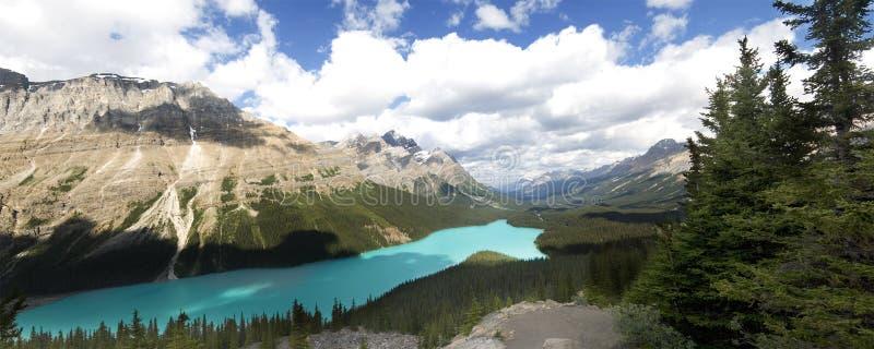Download Peyto jezioro zdjęcie stock. Obraz złożonej z niebo, alberta - 28953594