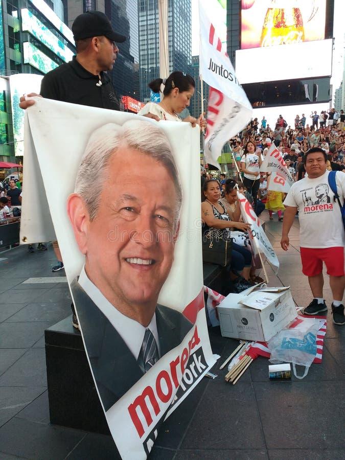 Pez mexicano Obrador, Morena Nueva York, NYC, NY, los E.E.U.U. del ³ de presidente Andrés Manuel Là imagen de archivo libre de regalías