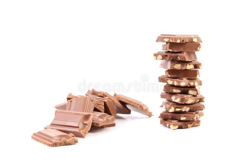 Pezzetto saporito di cioccolato al latte con i dadi. immagini stock libere da diritti
