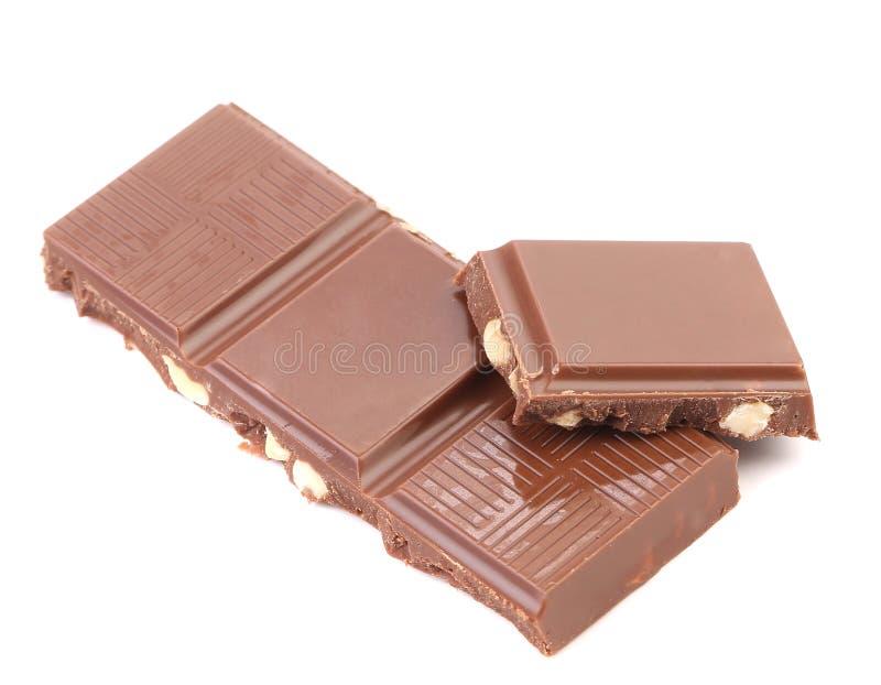 Pezzetto saporito di cioccolato al latte con i dadi. fotografia stock libera da diritti