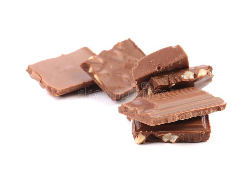 Pezzetto saporito di cioccolato al latte con i dadi fotografia stock