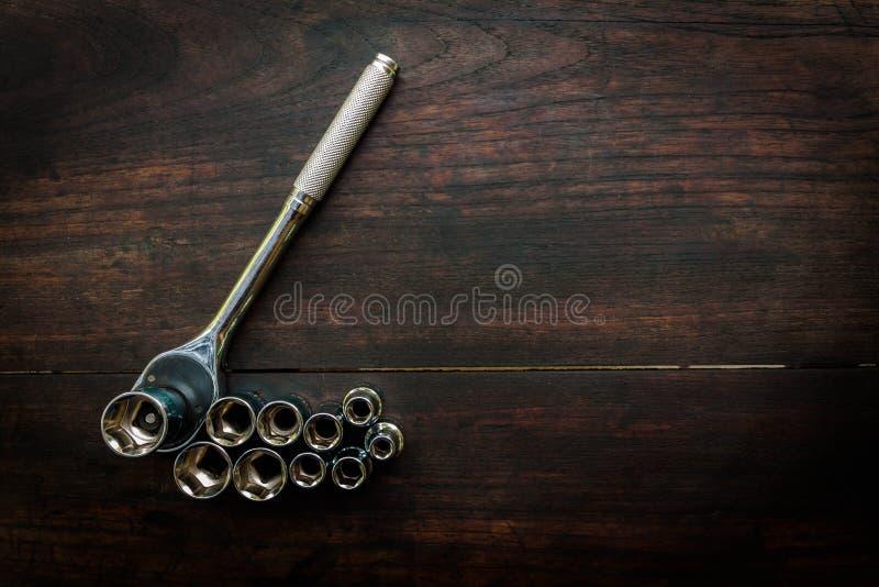 Pezzi capi della chiave a tubo per il cacciavite ed altri strumenti sul da immagine stock libera da diritti