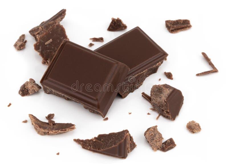 Pezzi del cioccolato al latte isolati su fondo bianco dalla vista superiore fotografia stock libera da diritti