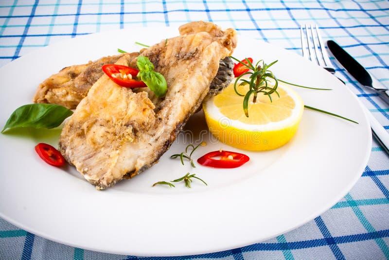 Pezzi fritti del pesce della carpa fotografia stock