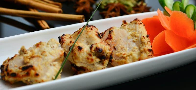 Download Pezzi indiani del pollo immagine stock. Immagine di coriandolo - 55358927
