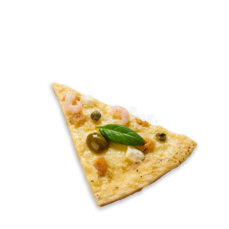 Pezzo delizioso della pizza dei frutti di mare con le olive fotografia stock