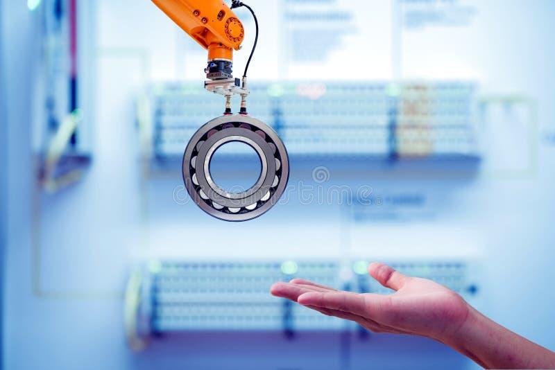 Pezzo di fissaggio robotico industriale inviato a mano umana immagine stock libera da diritti