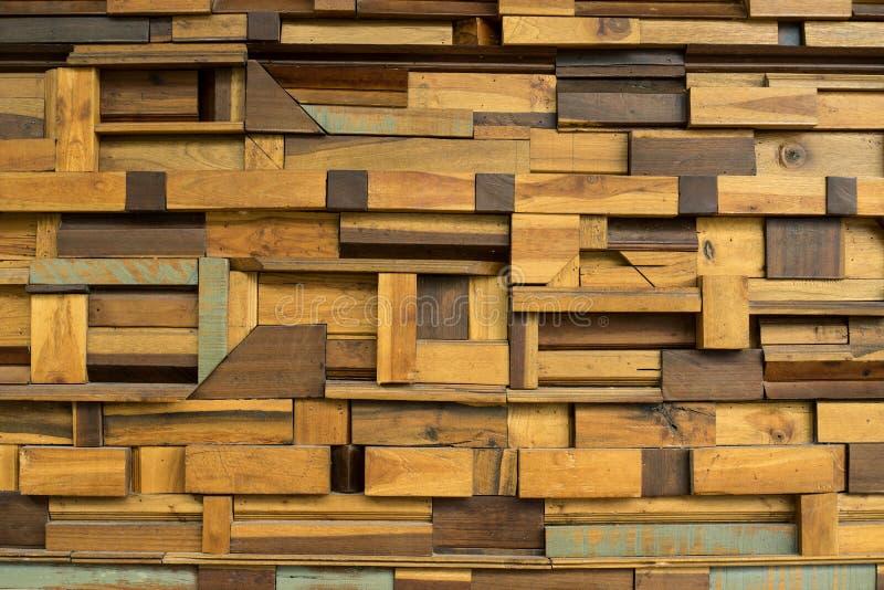Pezzo di legno fatto per sottrarre il fondo del blocchetto della decorazione della parete interna fotografie stock libere da diritti