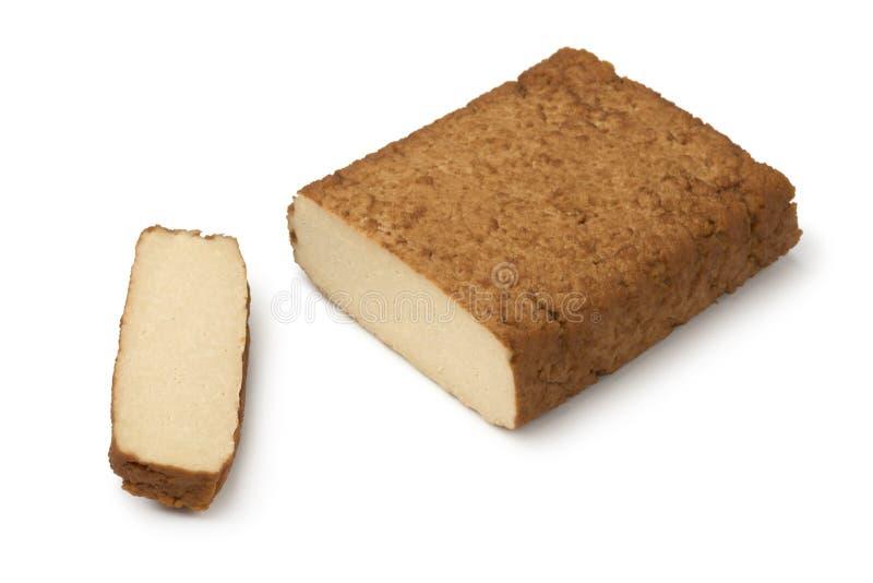 Pezzo di tofu affumicato e di fetta immagini stock libere da diritti
