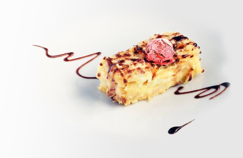 Pezzo di torta di mele con cioccolato immagini stock