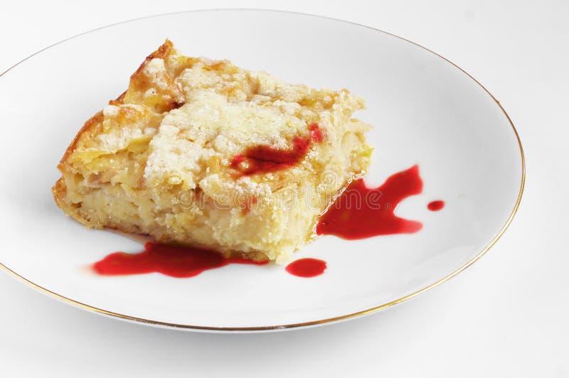 Pezzo di torta di mele con inceppamento immagine stock