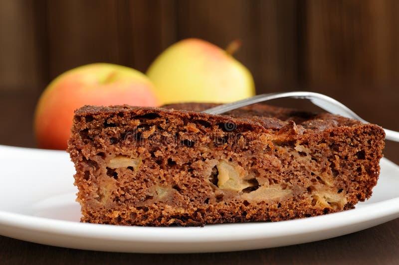 Pezzo di torta e di mele di mele del cioccolato fotografia stock