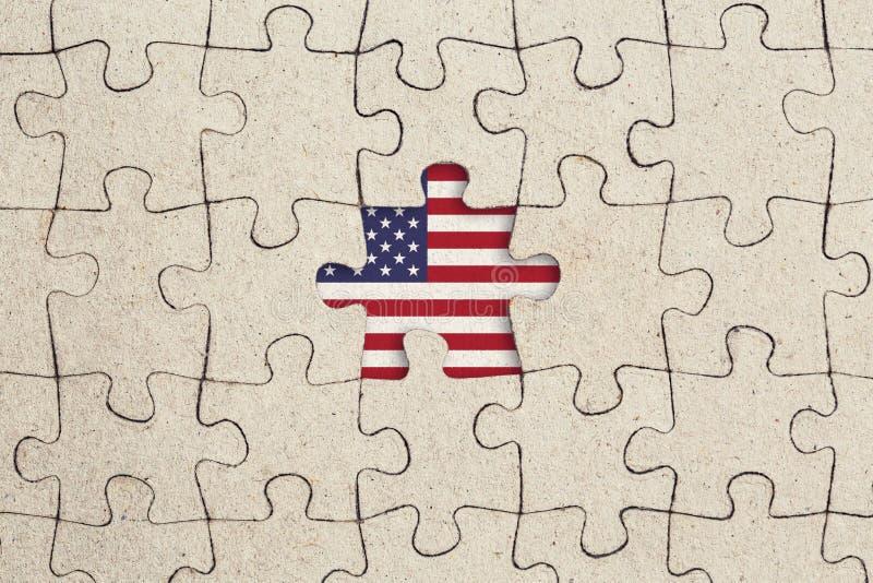 Pezzo mancante del puzzle e bandiera degli S.U.A. Concetto astratto fotografia stock
