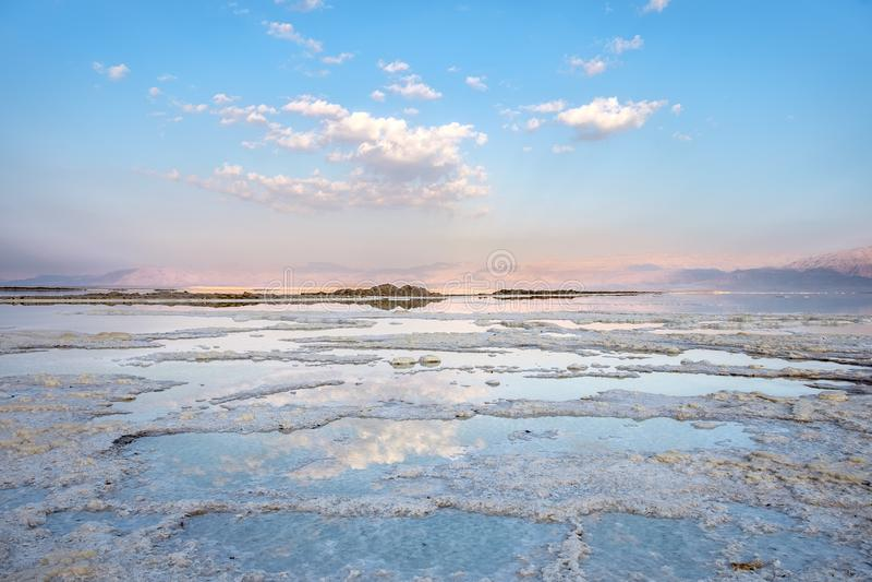 Pfützen des Toten Meers lizenzfreie stockbilder