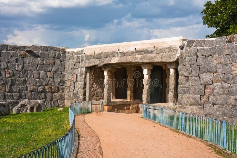 Pfad aus Gingee Fort heraus stockfotos