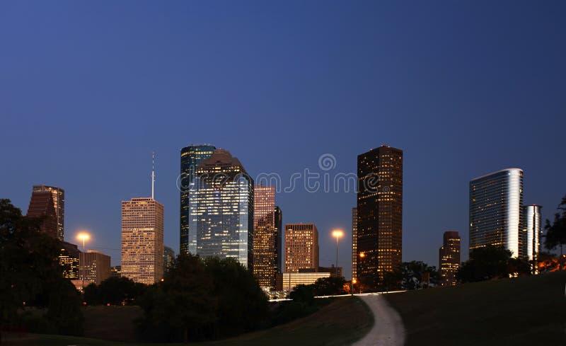 Pfad, der zu die Houston-Skyline führt lizenzfreie stockfotografie