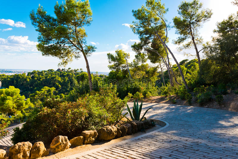 Pfad im Parc Guell konzipierte, Barcelona, stockbilder