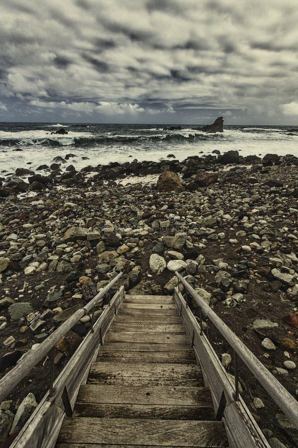 Pfad zum auf den Strand zu setzen stockfotografie