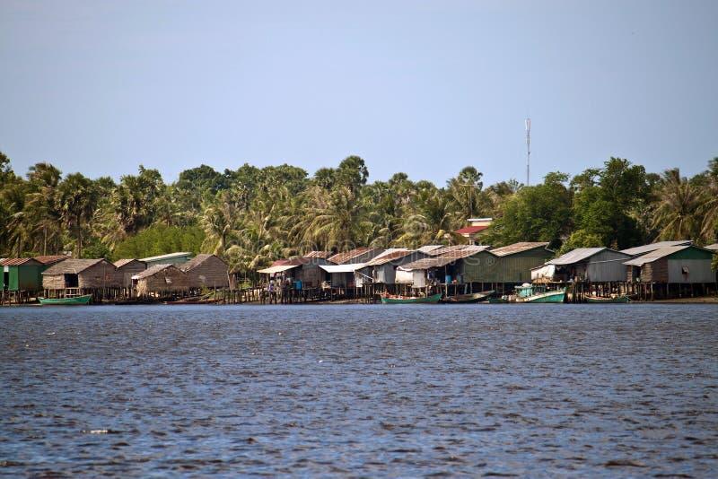 Pfahlhäuser in Kampot stockbilder