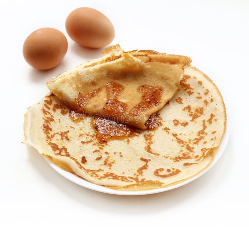 Pfannkuchen auf weißem Hintergrund stockfotos