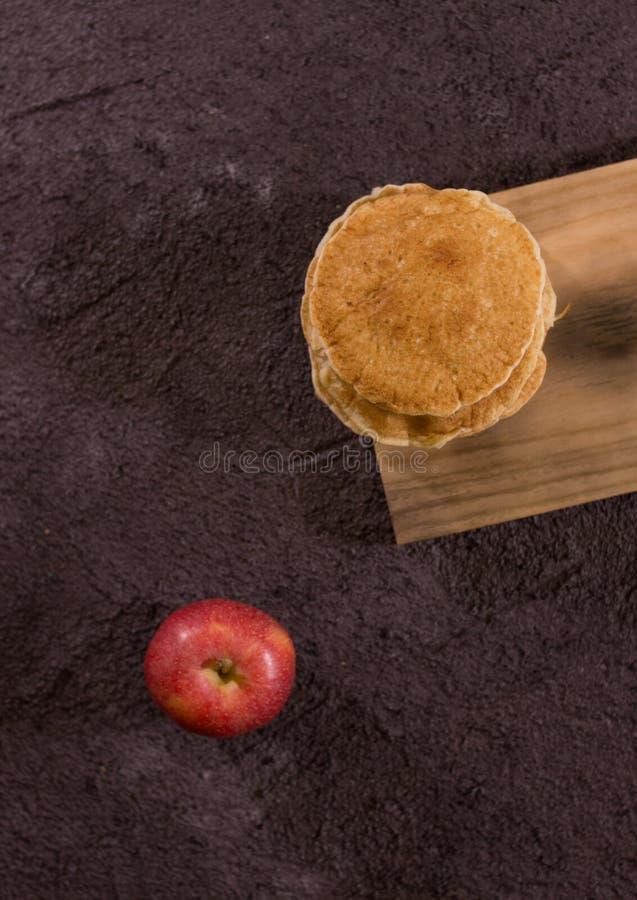 Pfannkuchen mit Apfel stockfotografie