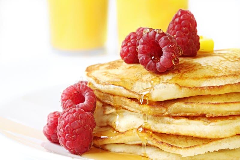 Pfannkuchen mit Himbeeren stockfoto