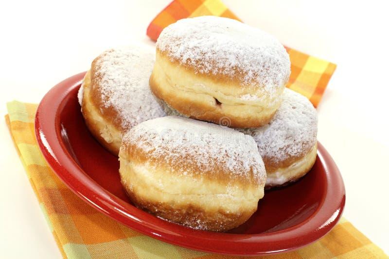 Pfannkuchen mit Puderzucker und Störung lizenzfreie stockbilder