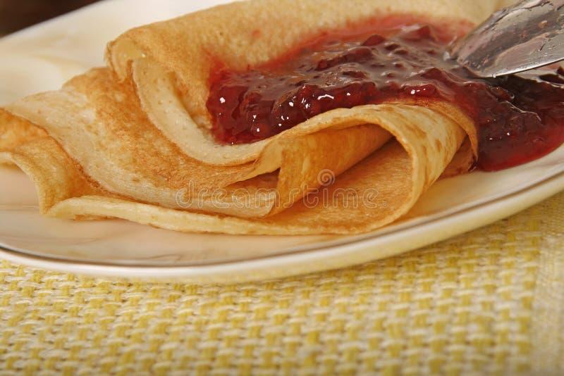 Pfannkuchen mit Stau stockfotografie