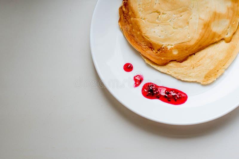 Pfannkuchen mit Stau stockfotos